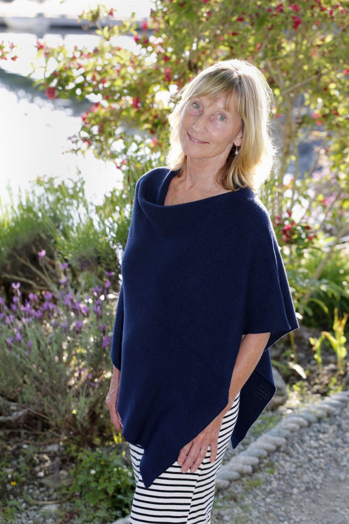 Bamboo Poncho in Navy